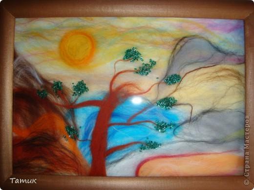 Вот такое дерево в горах .Увидела у Ассоль рисунок,решила сделать шерстью! Получилось хорошо. http://stranamasterov.ru/node/107421 фото 1