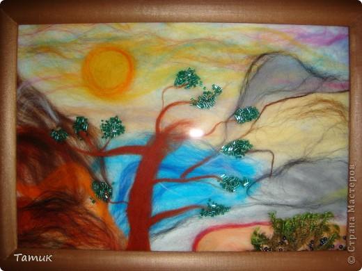 Вот такое дерево в горах .Увидела у Ассоль рисунок,решила сделать шерстью! Получилось хорошо. http://stranamasterov.ru/node/107421 фото 4