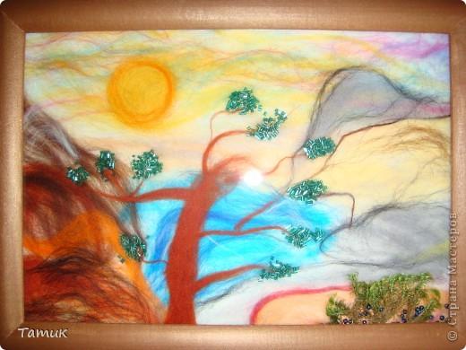 Вот такое дерево в горах .Увидела у Ассоль рисунок,решила сделать шерстью! Получилось хорошо. http://stranamasterov.ru/node/107421 фото 3