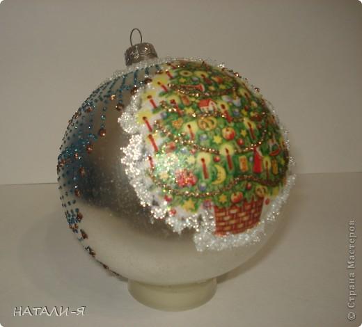 Новогодний шарик( делала под руководством опытного человека, училась так сказать... результат понравился, даже очень!!!) фото 2