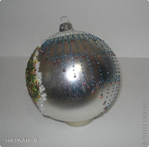 Новогодний шарик( делала под руководством опытного человека, училась так сказать... результат понравился, даже очень!!!) фото 3