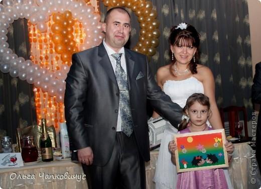 Эта картина - наша с дочкой совместная работа в подарок молодожёнам - большим любителям ёжиков...  фото 3