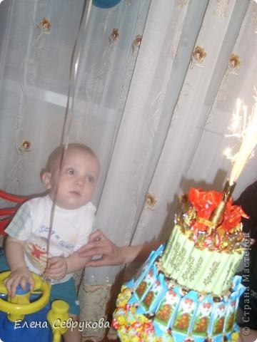 Вот такой тортик у меня получился. Сынишке, да и гостям тоже, очень понравился. А маленьким гостям не нужно было долго ждать чаепития взрослых, чтобы отведать тортика от именинника...  фото 4