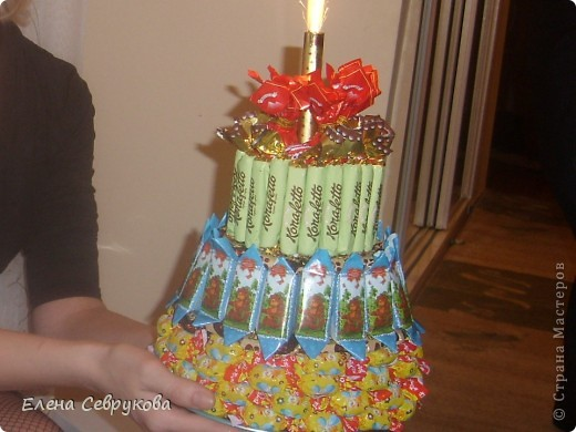 Вот такой тортик у меня получился. Сынишке, да и гостям тоже, очень понравился. А маленьким гостям не нужно было долго ждать чаепития взрослых, чтобы отведать тортика от именинника...  фото 2