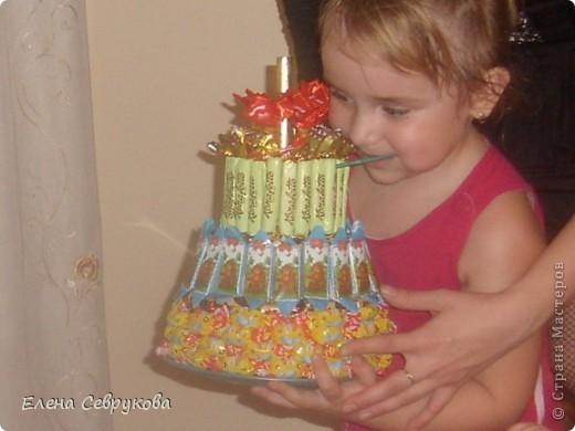 Вот такой тортик у меня получился. Сынишке, да и гостям тоже, очень понравился. А маленьким гостям не нужно было долго ждать чаепития взрослых, чтобы отведать тортика от именинника...  фото 3