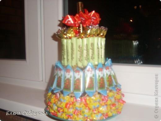 Вот такой тортик у меня получился. Сынишке, да и гостям тоже, очень понравился. А маленьким гостям не нужно было долго ждать чаепития взрослых, чтобы отведать тортика от именинника...  фото 1