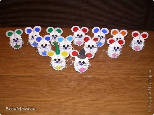 У наших первоклашек в пятницу будет день именинника, 13 осенне-летних именинников, нужно принести 13 маленьких подарочков. Вот решила сделать мышек ( вдохновила мышка в работах allasol). фото 1