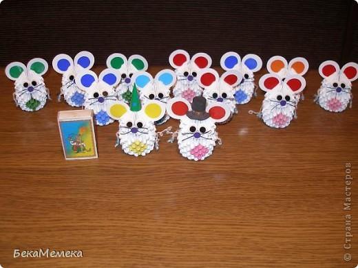 У наших первоклашек в пятницу будет день именинника, 13 осенне-летних именинников, нужно принести 13 маленьких подарочков. Вот решила сделать мышек ( вдохновила мышка в работах allasol). фото 2