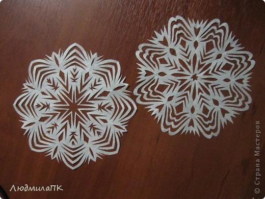 Здесь есть замечательные мастер-классы по вырезанию снежинок – спасибо мастерицам! Ну и я хочу поделиться с вами тем, как их вырезаю.  фото 11