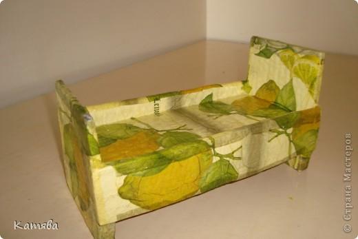 Сейчас расскажу как изготовить вот такую кроватку для куклы. фото 1