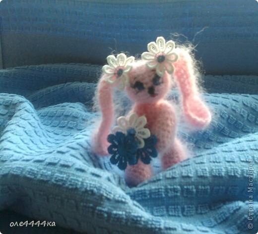 Всем привет!Меня зовут Зайка. Меня вязали по этому описанию  http://maqicknittinq.ru/?p=875 фото 1