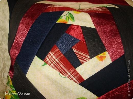 Спасибо  vaksya  за МК. Один вечер и подушка преобразилась.  Делала из того ,что было под рукой , поэтому и такие цвета не сочетаемые . Задача была освоить технику . Вроде получилось не плохо. фото 3