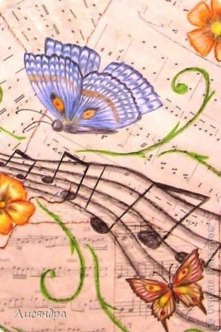 """Эти бабочки были сделаны для осеннего школьного конкурса """"Бабочки - порхающие цветы"""". Пришла идея, чтобы бабочки порхали не над цветами/полянками (как у всех), а над нотами. Получилась """"Музыка порхающих бабочек"""" и 1 место в конкурсе. фото 3"""