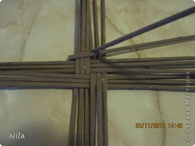 Для   tava13  выкладываю мини МК по плетению дна для подноса . Может кому-то еше пригодится. Для плотного плетения или большой корзинки плету 3 х3 фото 3