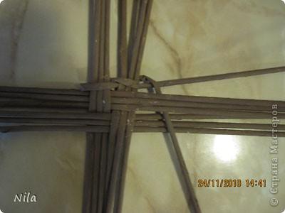 Для   tava13  выкладываю мини МК по плетению дна для подноса . Может кому-то еше пригодится. Для плотного плетения или большой корзинки плету 3 х3 фото 5