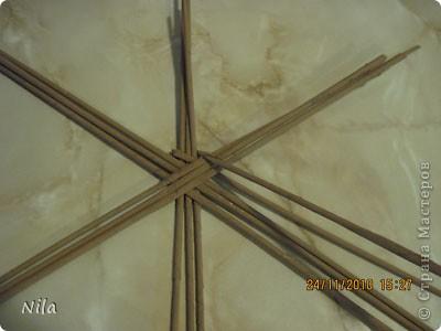 Для   tava13  выкладываю мини МК по плетению дна для подноса . Может кому-то еше пригодится. Для плотного плетения или большой корзинки плету 3 х3 фото 16