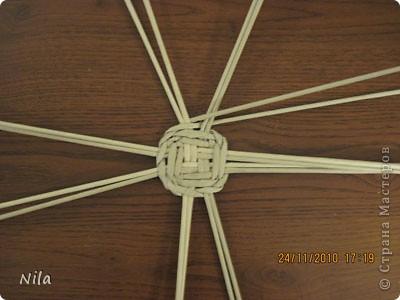 Для   tava13  выкладываю мини МК по плетению дна для подноса . Может кому-то еше пригодится. Для плотного плетения или большой корзинки плету 3 х3 фото 19