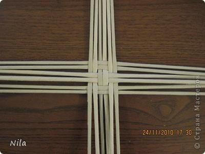 Для   tava13  выкладываю мини МК по плетению дна для подноса . Может кому-то еше пригодится. Для плотного плетения или большой корзинки плету 3 х3 фото 21