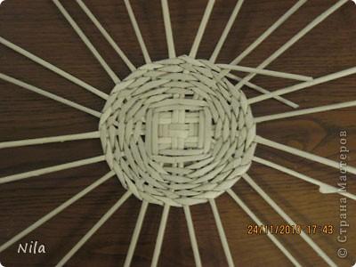 Для   tava13  выкладываю мини МК по плетению дна для подноса . Может кому-то еше пригодится. Для плотного плетения или большой корзинки плету 3 х3 фото 23