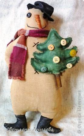 """В предверии Нового года нашила таких снеговиков на подарки. Все вроде бы примитивные. Правда, """"радикальный"""" примитив, т.е. зачуханный и состаренный у меня так и не получился.  фото 5"""