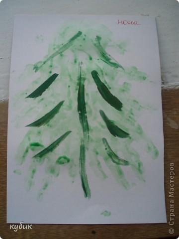 вот такие мы рисовали ладошковые елочки, пальчиковыми красками фото 1
