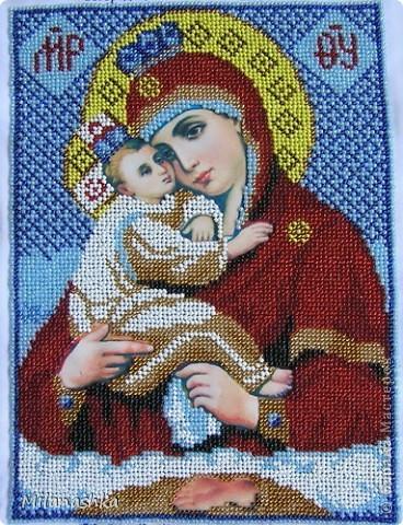 Икона вышивалась в подарок на юбилей одной женщине. Была вставлена в рамку и посвящена в церкви.