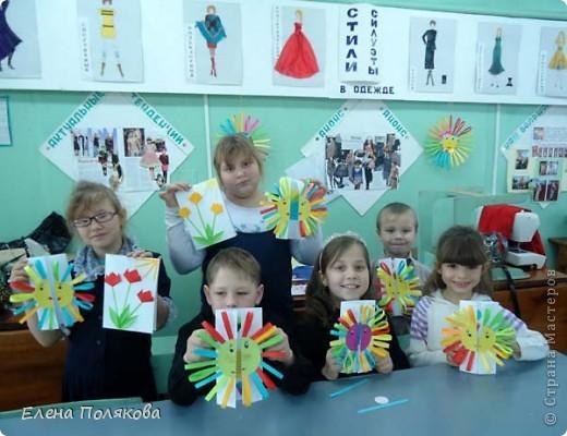 Так понравилась идея с солнышками на дисках Надежды Каликовой, что я решила ее немного переработать и сделать с детьми такие открытки ко Дню Матери. фото 8