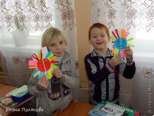 Так понравилась идея с солнышками на дисках Надежды Каликовой, что я решила ее немного переработать и сделать с детьми такие открытки ко Дню Матери. фото 12