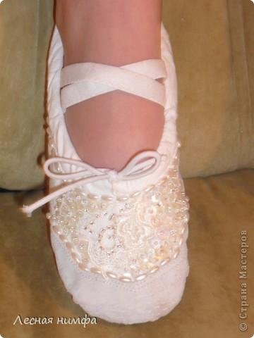 Декорировала балетки для дочки . материалы кружево, бисер, паетки, бусенки. фото 5