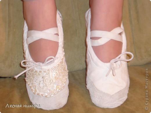 Декорировала балетки для дочки . материалы кружево, бисер, паетки, бусенки. фото 4