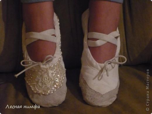 Декорировала балетки для дочки . материалы кружево, бисер, паетки, бусенки. фото 3