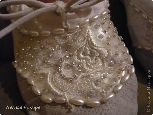 Декорировала балетки для дочки . материалы кружево, бисер, паетки, бусенки. фото 6