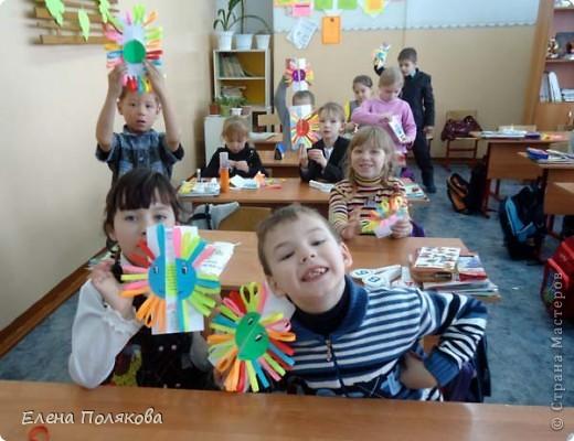 Так понравилась идея с солнышками на дисках Надежды Каликовой, что я решила ее немного переработать и сделать с детьми такие открытки ко Дню Матери. фото 11