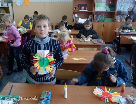 Так понравилась идея с солнышками на дисках Надежды Каликовой, что я решила ее немного переработать и сделать с детьми такие открытки ко Дню Матери. фото 16