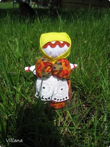 Вепская кукла – это образ замужней женщины- матери-кормилицы. Ее большая грудь символизирует способность прокормить всех.  Этих куколок я сделала для своих родных и подруг ещё летом и они как то сразу прижились в своих новых семьях, что очень радует;)))  фото 6