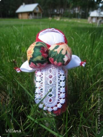 Вепская кукла – это образ замужней женщины- матери-кормилицы. Ее большая грудь символизирует способность прокормить всех.  Этих куколок я сделала для своих родных и подруг ещё летом и они как то сразу прижились в своих новых семьях, что очень радует;)))  фото 5