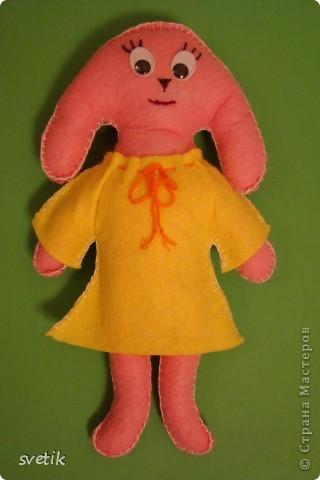 """Вот и наша зайка- символ нового года- готова!  Выкройку нашла в журнале """"Бурда"""" детская мода 1- 2003. Перенесла ее на бумагу, а вырезала и сшивала дочка.  фото 2"""