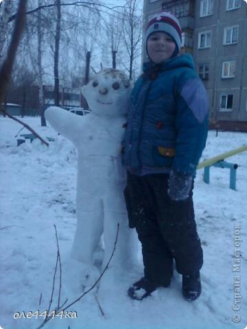 На улице,красота!Вчера целый день шёл снег,а сегодня +2.Не смогли с сыном долго наблюдать из окни,как резвится детвора...И вот,что у нас получилось! фото 3