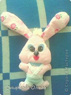 На сайте Радуга увидала такого синенького зайчишку. Себе решила сшить розового... фото 1