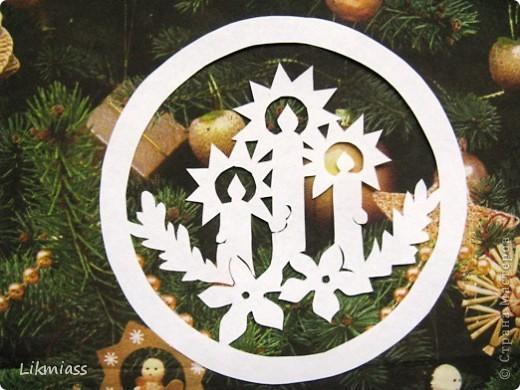 Вальс снежинок за окном, ожидание праздника и чуда - верные приметы декабря. Создать у себя дома сказочную атмосферу не так уж и сложно ,а для этого понадобятся нам свечи. Свечи самые разные- резные и восковые, в праздничном декупаже, или просто белые.  фото 3