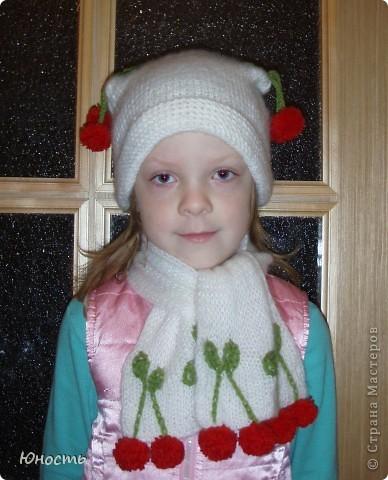 Вот такие шапочку и шарфик связала наша бабушка для Юли по фотографии, увиденной в недрах инета фото 2