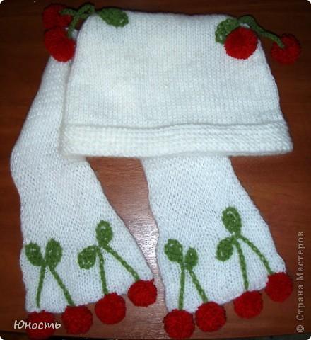 Вот такие шапочку и шарфик связала наша бабушка для Юли по фотографии, увиденной в недрах инета фото 1