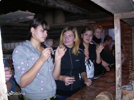 Наконец-то сбылась моя давняя мечта и мы организовали экскурсию в с.Таволги, где живет и работает гончар уже в 6 поколении. Ожидая, пока выйдет группа перед нами, устроили фотосессиию, благо, развернуться было где. фото 10