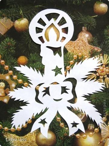 Вальс снежинок за окном, ожидание праздника и чуда - верные приметы декабря. Создать у себя дома сказочную атмосферу не так уж и сложно ,а для этого понадобятся нам свечи. Свечи самые разные- резные и восковые, в праздничном декупаже, или просто белые.  фото 4