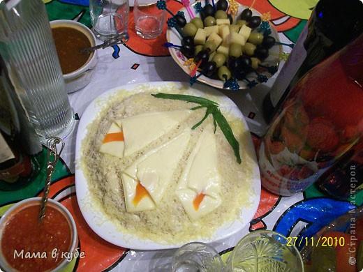 """салат """"Калы"""". Слоями: картошка, огурцы маринованые,крабовые палочки, яйцо, яблоки, сыр и промазать майонезом фото 1"""