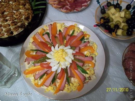 """салат """"Калы"""". Слоями: картошка, огурцы маринованые,крабовые палочки, яйцо, яблоки, сыр и промазать майонезом фото 2"""