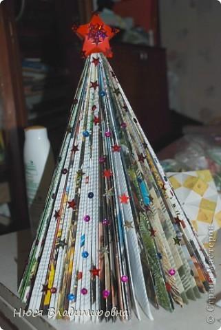 Мастер-класс Новый год Оригами ЕЛКА из ЖУРНАЛА   я ее слепила из того что было Бумага журнальная Бусины Пайетки фото 12