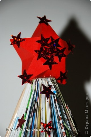 Мастер-класс Новый год Оригами ЕЛКА из ЖУРНАЛА   я ее слепила из того что было Бумага журнальная Бусины Пайетки фото 14