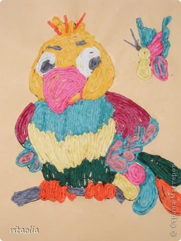 Эти попугайчики выполнены учениками шк. № 767 ,1 класс ГПД из салфеточных жгутиков. фото 3