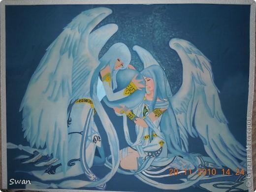 Ангелы, охраняющие чей - то маленький мир.